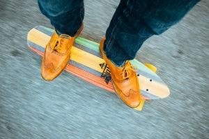 feet-hipster-longboard-skateboard